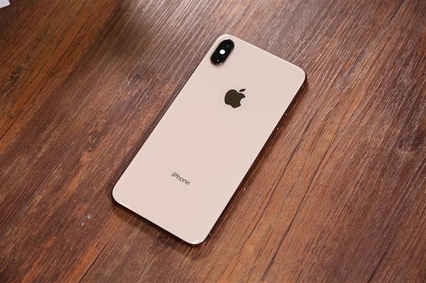 喜大普奔!新iPhone后摄终于不再激凸